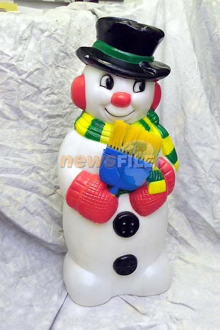 Qmart Snowman.Pic Fran Caffrey Newsfile