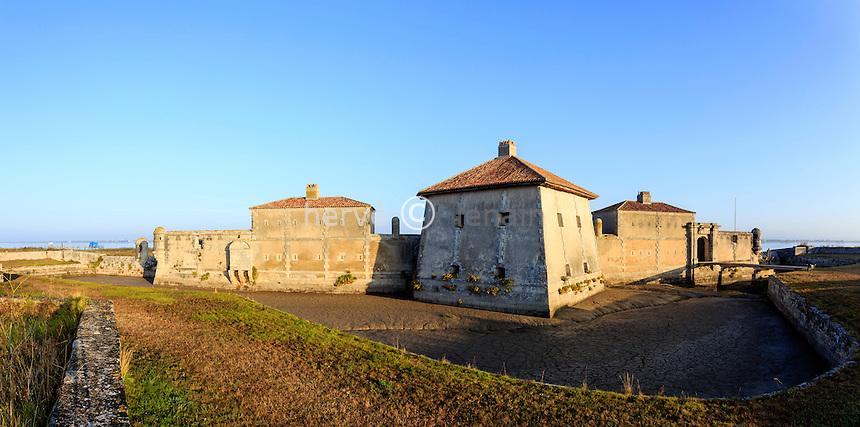 France, Charente-Maritime (17), Saint-Nazaire-sur-Charente, Fort Lupin sur la Charente // France, Charente Maritime, Saint Nazaire sur Charente, the Fort Lupin and Charente river