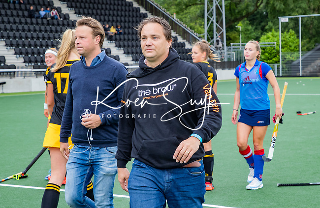 AMSTELVEEN - coach Dirk van Dam (SCHC) met Marc Jan Derksen  .finale Den Bosch MA1-SCHC MA1 4-1. Den Bosch wint de titel Meisjes A . finales A en B jeugd  Nederlands Kampioenschap.  COPYRIGHT KOEN SUYK