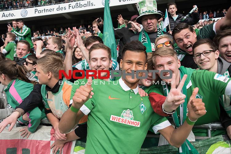 02.05.2015, Weser Stadion, Bremen, GER, 1.FBL. Werder Bremen vs Eintracht Frankfurt, im Bild<br /> <br /> <br /> Jubel bei den Fans von Matchwinner Davie Selke (Bremen #27)<br /> <br /> <br /> Foto &copy; nordphoto / Kokenge