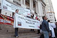 """RIO DE JANEIRO, RJ, 16 JULHO 2013 - MANIFESTAÇÃO PELA SAÚDE - Os médicos fazem protesto contra as ultimas medidas do ministro da saúde  """"O Programa mais médicos"""",  como importação de médicos sem o revalida,  extensão do curso de medicina com serviço obrigatório no SUS, abertura de vagas de residência sem estrutura para isso, Na cinelândia  centro da  cidade. Nessa terça 16. (FOTO: LEVY RIBEIRO / BRAZIL PHOTO PRESS)"""