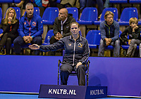 Rotterdam, Netherlands, December 17, 2017, Topsportcentrum, Ned. Loterij NK Tennis, Final man's single: Lineswoman<br /> Photo: Tennisimages/Henk Koster