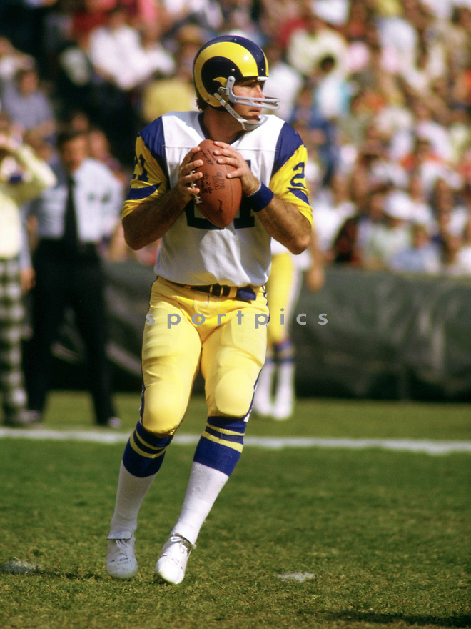 Los Angeles Rams John Hadl (21) during a game from his 1973 season with the Los Angeles Rams. John Hadl played for 16 years with 4 different teams and was a 6-times Pro Bowler.(SportPics)