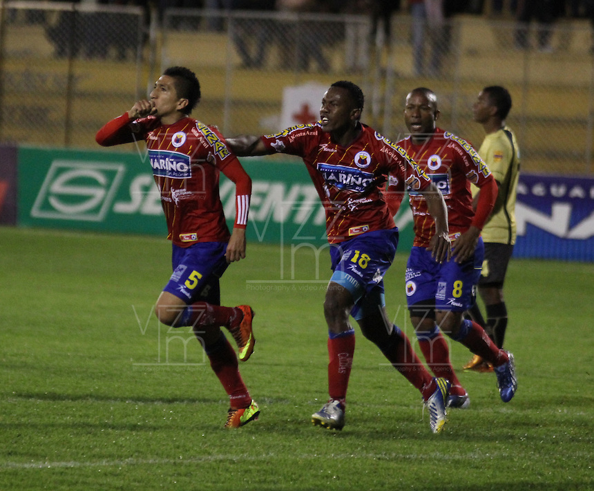 CUCUTA - COLOMBIA - 01-06-2013: Los jugadores del  Deportivo Pasto celebran la clasificacion a las semifinales en partido disputado en el estadio Libertad, junio 1 de 2013. Deportivo Pasto y el Itagüí Ditaires en partido por la fecha 18 de la Liga Postobon I. (Foto: VizzorImage / Leonardo Castro / Str.) The players of Deportivo Pasto celebrate after qualifying to the semifinals in a match at Libertad Stadium in Cucuta city, June 1, 2013. Deportivo Pasto and Itagüí Ditaires in game of the 18 date for the Postobon League I. (Photo: VizzorImage / Leonardo Castro / Str.)