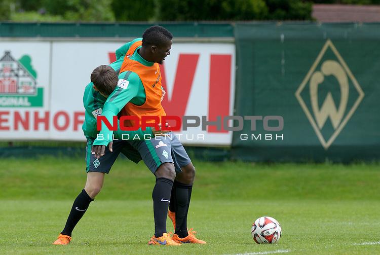14.05.2015, Trainingsgelaende, Bremen, GER, 1.FBL, Training Werder Bremen, im Bild Luca Zander (Bremen #19), Assani Lukimya (Bremen #5)<br /> <br /> Foto &copy; nordphoto / Frisch
