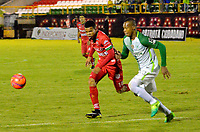 TUNJA -COLOMBIA, 13-05-2017: Edis Ibarguen (Izq) jugador de Patriotas FC disputa el balón con Edwin Velasco (Der) jugador de Atletico Nacional durante partido por la fecha 18 de la Liga Águila I 2017 realizado en el estadio La Independencia en Tunja. / Edis Ibarguen (L) player of Patriotas FC fights for the ball with Edwin Velasco (R) player of Atletico Nacional during match for the date 18 of Aguila League I 2017 at La Independencia stadium in Tunja. Photo: VizzorImage / Javier Morales  / Cont