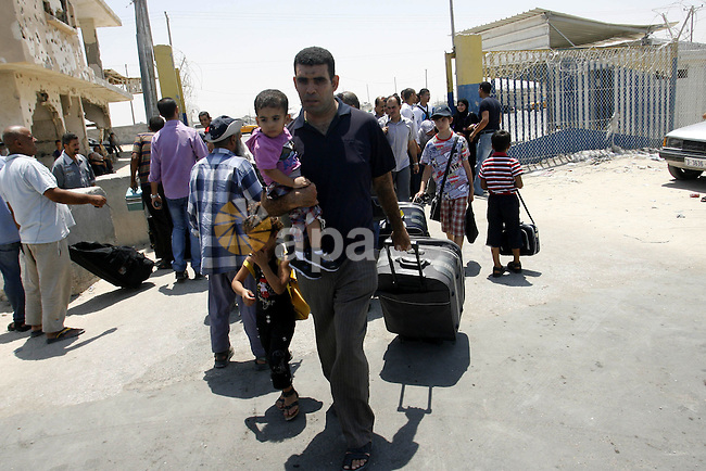 "Palestinians wait the buses to cross to Egypt through the Rafah border crossing between the Gaza Strip and Egypt in Gaza city, on 24 July 2012. Egyptian Ambassador of Arab Republic , of the Palestinian Authority, Yasser Othman canceled the application of the deportation of Palestinian citizens when they arrive at Cairo International Airport ""enter or return"" , pointing out that the decision was immediate. Photo by Eyad Al Baba"