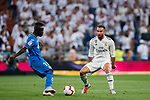 Daniel Carvajal Ramos (R) of Real Madrid tackles Amath Ndiaye Diedhiou of Getafe CF during the La Liga 2018-19 match between Real Madrid and Getafe CF at Estadio Santiago Bernabeu on August 19 2018 in Madrid, Spain. Photo by Diego Souto / Power Sport Images