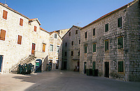 "Stari Grad (Cittavecchia di Lesina), cittadina sull'isola di Hvar tra le più antiche d'Europa --- Stari Grad (""old town"") on the island of Hvar, one of the oldest towns in Europe"