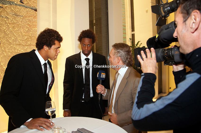 16-9-09, Netherlands,  Maastricht, Tennis, Daviscup Netherlands-France, Jo Winfried Tjonga(l) en Gail Monfils in een tv interview