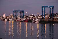 Europe/France/Bretagne/29/Finistère/ Le Guilvinec: Le port et ses bateaux de pêche à la tombée de la nuit