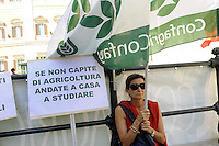 Roma, 28 Luglio.Piazza Monte Citorio.Confagricoltura protesta contro le quote latte e la manovra finanziaria..Confagricoltura protest against milk quotas and the financial maneuver.