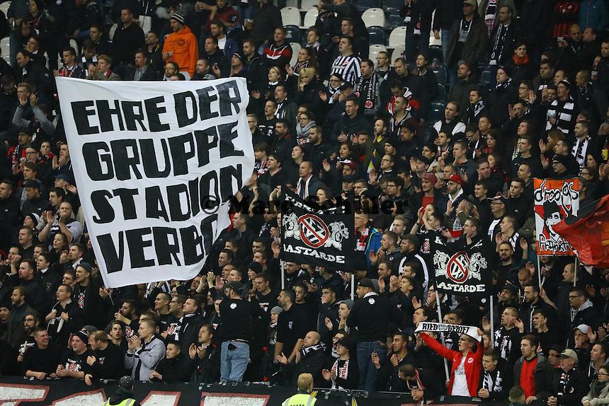 Ultras von Eintracht Frankfurt protestieren gegen den DFB - 25.10.2016: Eintracht Frankfurt vs. FC Ingolstadt 04, 2. Hauptrunde DFB-Pokal, Commerzbank Arena