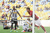 RIO DE JANEIRO, 27.04.2014 -  Rafael Moura do Internacional sai comemorar seu segundo gol durante o jogo contra Botafogo disputado neste domingo no Maracanã. (Foto: Néstor J. Beremblum / Brazil Photo Press)