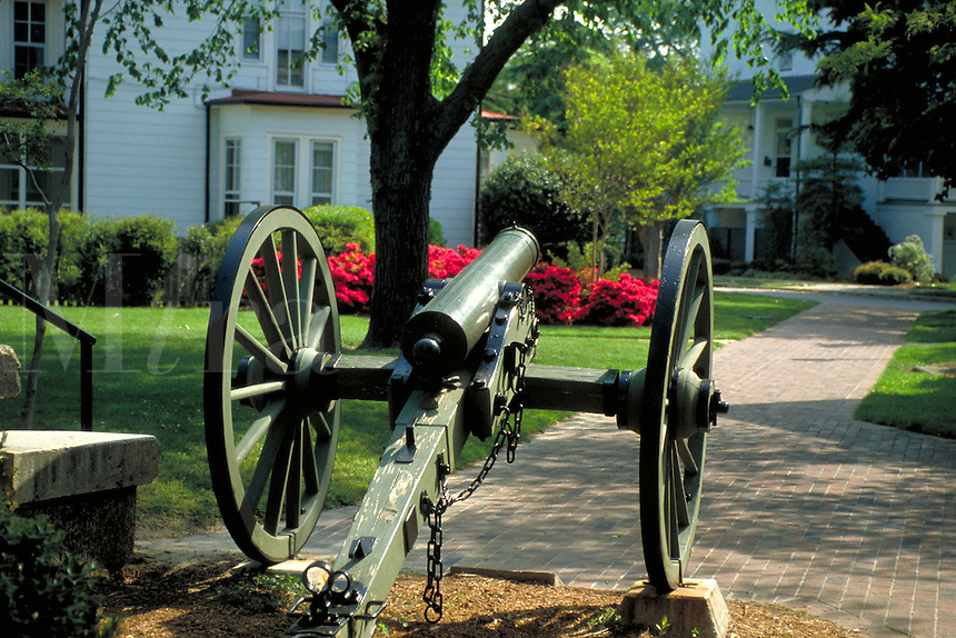 A large cannon is placed on the green area outside a complex of white houses. Richmond Virginia.