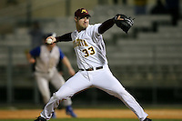 February 20, 2009:  Pitcher Scott Fern (33) of the University of Minnesota during the Big East-Big Ten Challenge at Jack Russell Stadium in Clearwater, FL.  Photo by:  Mike Janes/Four Seam Images