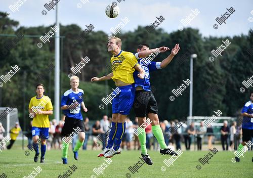 2017-09-03 / Voetbal / Seizoen 2017-2018 / Noordstar - Verbroedering Balen / Lennert Wils (l. Balen) met Bert Tamble<br /> <br /> ,Foto: Mpics.be