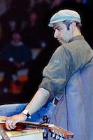 Davide Bernasconi, cantante conosciuto come Davide Van De Sfroos (in ricordo dei contrabbandieri), ha conquistato successo con le sue ballate in dialetto lariano,
