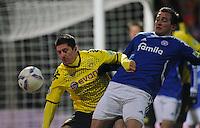 FUSSBALL   DFB POKAL   SAISON 2011/2012   VIERTELFINALE Holstein Kiel - Borussia Dortmund                          07.02.2012 Robert Lewandowski (li, Borussia Dortmund) gegen Marc Heider (re, Kiel)