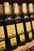 Europe/Autriche/Niederösterreich/Vienne: Marché Naschmarkt - Bouteilles de vinaigres de fruits de la société Gegenbauer