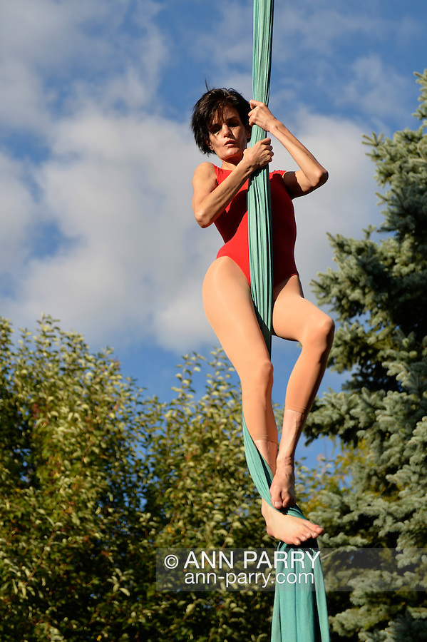 Bellmore, New York, U.S. 22nd September 2013. ROBIN LYNCH, aerialist from Valhalla, Westchester, performs hanging from aerial silk at the 27th Annual Bellmore Family Street Festival, featuring family fun with exhibits and attractions in a 25 square block area, with over 120,000 people expected to attend over the weekend.