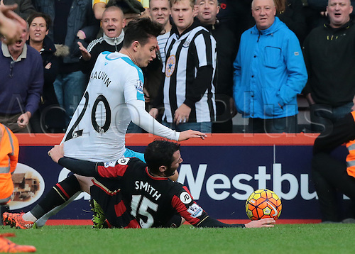 07.11.2015. Vitality Stadium, Bournemouth, England. Barclays Premier League. Adam Smith of Bournemouth fouls Florian Thauvin of Newcastle as Newcastle hold on for the win under a lot of Bournemouth pressure