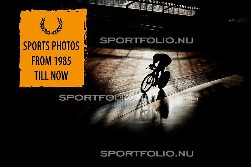 Nederland, Alkmaar, 10 januari 2017<br /> Testdag van de Lotto Jumbo wielerploeg op de wielerbaan in Alkmaar