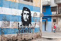 Che is everywhere, with a woman in red, La Habana Vieja