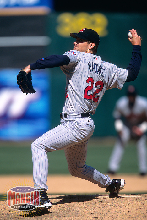 OAKLAND, CA - Brad Radke of the Minnesota Twins in action during a game against the Oakland Athletics at the Oakland Coliseum in Oakland, California in 2002. Photo by Brad Mangin