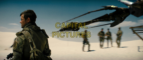 JOSH DUHAMEL & ALIEN SCORPONOK.in Transformers .**Editorial Use Only**.CAP/FB.Supplied by Capital Pictures