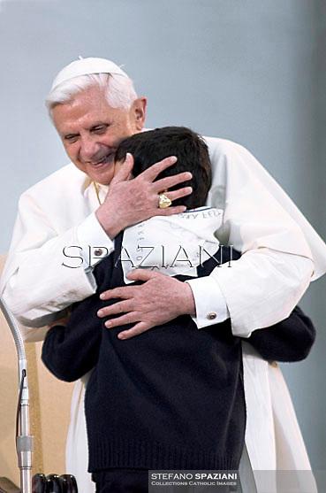 Pope Benedict XVI general audience in Saint Peter's Square; 2006.. December. 25, 2007.. .
