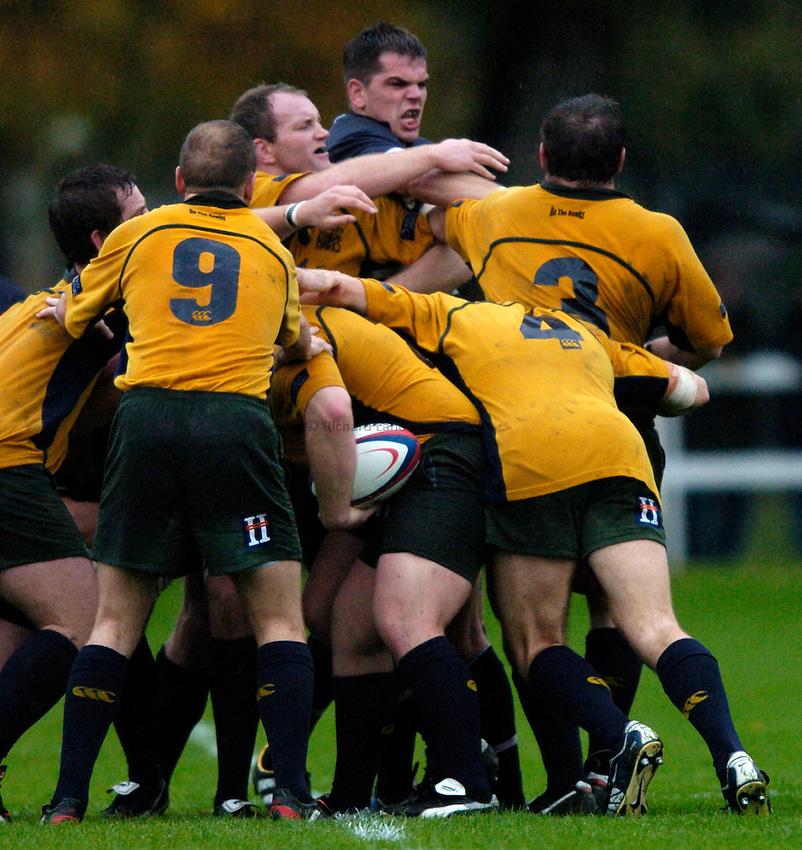 Photo: Richard Lane..Henley Hawks v Bristol Shoguns. Division One. 23/10/2004..Ollie Hodge gets stuck in.