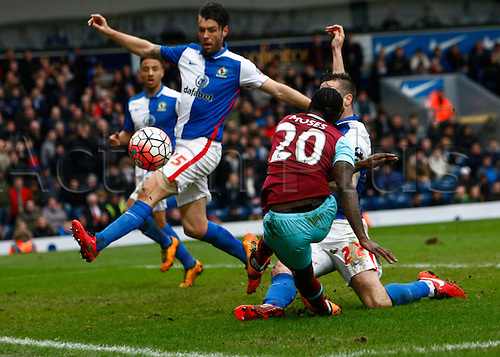 21.02.2016. Ewood Park, Blackburn, England. Emirates FA Cup 5th Round. Blackburn Rovers versus West Ham United. Blackburn Rovers defenders Elliott Ward and Shane Duffy block the close range shot of West Ham midfielder Victor Moses.