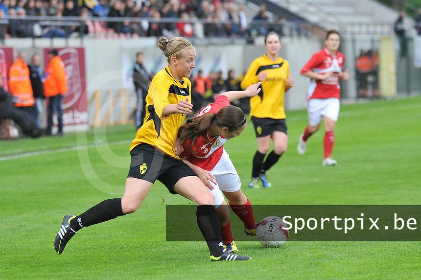 Bekerfinale 2012 : WD Lierse SK - Standard Femina :.duel tussen Vanity Lewerissa aan de bal en Marleen Joore.foto David Catry / Joke Vuylsteke / Vrouwenteam.be