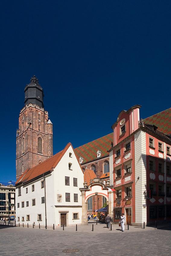 Wrocław, 2007-05-01. Jaś i Małgosia – dwie połączone ze sobą arkadą, średniowieczne kamieniczki przy północno-zachodnim narożniku wrocławskiego Rynku