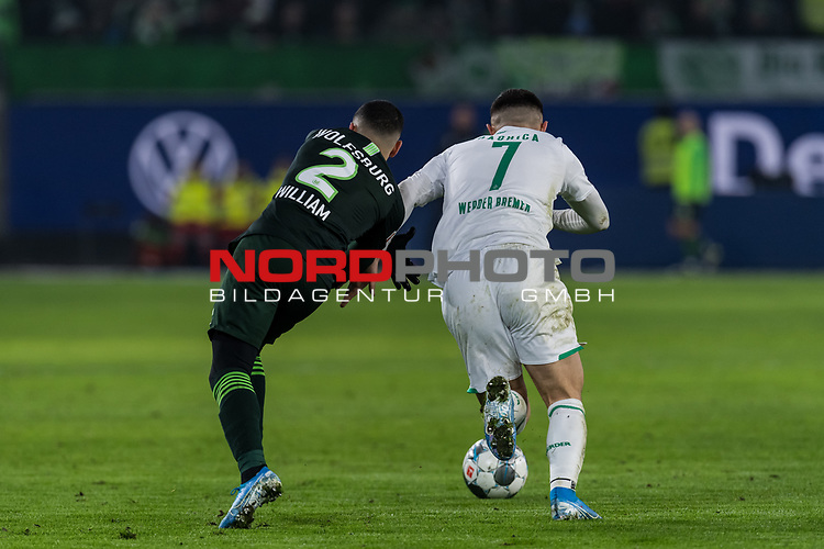 01.12.2019, Volkswagen Arena, Wolfsburg, GER, 1.FBL, VfL Wolfsburg vs SV Werder Bremen<br /> <br /> DFL REGULATIONS PROHIBIT ANY USE OF PHOTOGRAPHS AS IMAGE SEQUENCES AND/OR QUASI-VIDEO.<br /> <br /> im Bild / picture shows<br /> William (VFL Wolfsburg #02) im Duell / im Zweikampf mit Milot Rashica (Werder Bremen #07), <br /> <br /> Foto © nordphoto / Ewert