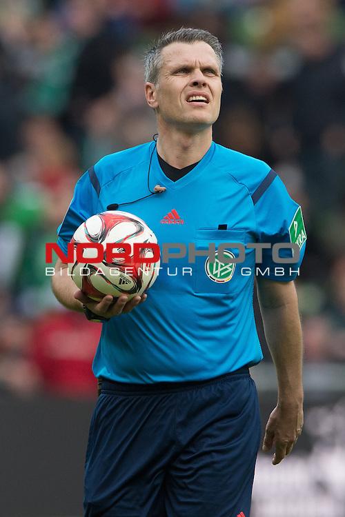 04.04.2015, Weser Stadion, Bremen, GER, 1.FBL. Werder Bremen vs 1. FSV Mainz 05, im Bild<br /> <br /> <br /> Michael Weiner (Schiedsrichter / Referee)<br /> <br /> <br /> <br /> Foto &copy; nordphoto / Kokenge