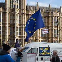 Manifestazione anti Brexity davanti alla sede del Parlamento inglese a Londra.<br />
