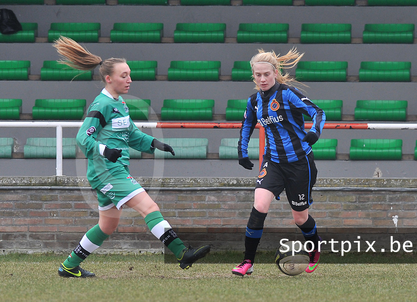 Club Brugge Dames - OHL Oud Heverlee Leuven : duel om de bal tussen Silke Demeyere (rechts) en Jessica Pironet.foto DAVID CATRY / Vrouwenteam.be