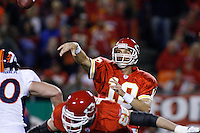 Chiefs QB Trent Green throws a pass in the third quarter against the Denver Broncos at Arrowhead Stadium in Kansas City, Missouri on November 23, 2006. The Chiefs won 19-10.