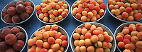 Europe/France/Rhône-Alpes/69/Rhone/Lyon: Fruits de l'Ardeche - Marché quai de Saone