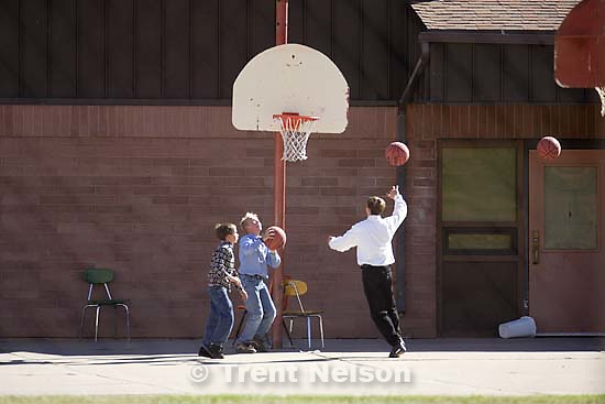 boys playing basketball, hildale polygamous city<br />