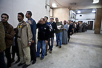 EGYPT, Cairo : Egyptians are lining up to cast their vote at a polling station  in the district of Nasr City for the constitutional referendum, Cairo, Egypt, on January 15, 2014. AFP PHOTO/VIRGINIE NGUYEN HOANG