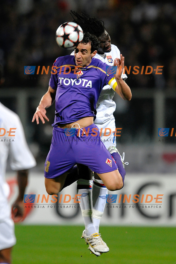 dario dainelli fiorentina BAFETIMBI GOMIS LYON<br /> Fiorentina Lyon - Fiorentina Lione<br /> Firenze 24/11/2009 Stadio &quot;Artemio Franchi&quot;<br /> Champions League 2009/2010<br /> Foto Andrea Staccioli Insidefoto