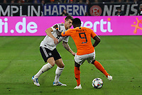 Toni Kroos (Deutschland Germany) gegen Quincy Promes(Niederlande) - 19.11.2018: Deutschland vs. Niederlande, 6. Spieltag UEFA Nations League Gruppe A, DISCLAIMER: DFB regulations prohibit any use of photographs as image sequences and/or quasi-video.