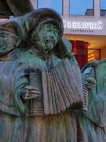 Brunnen der Volksmusikanten in der Grand Rue, Luxemburg-City, Luxemburg, Europa, UNESCO-Weltkulturerbe<br /> Fountain of folk musicians at Grand Rue, Luxembourg, Luxembourg City, Europe, UNESCO world heritage