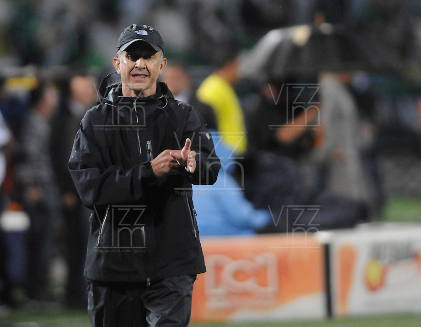 MEDELLÍN -COLOMBIA-17-11-2013. Juan Carlos Osorio técnico de Atlético Nacional gesticula durante partido contra Millonarios en la final de la Copa Postobón 2013 realizado en el estadio Atanasio Girardot de Medellín./ Juan Carlos Osorio coach of Atletico Nacional gestures during match against Millonarios in the final of Copa Postobon 2013 played at Atanasio Girardot stadium in Medellin. Photo: VizzorImage/Luis Ríos/STR