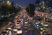 .BOGOTA-COLOMBIA-5-02-2013 .Tráfico pesadp por lluvia . heavy traffic... ( Photo / VizzorImage / Felipe Caicedo / Staff).