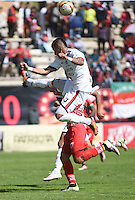 TUNJA -COLOMBIA, 22-10-2016. Diego Alvarez (atrás) jugador de Patriotas FC disputa el balón con Carlos Perez (Der) jugador de Fortaleza CEIF durante partido por la fecha 17 de la Liga Águila II 2016 realizado en el estadio La Independencia en Tunja./ Diego Alvarez (back) player of Patriotas FC fights for the ball with Carlos Perez (R) player of Fortaleza CEIF during match for the date 17 of Aguila League II 2016 at La Independencia stadium in Tunja. Photo: VizzorImage/César Melgarejo/Cont