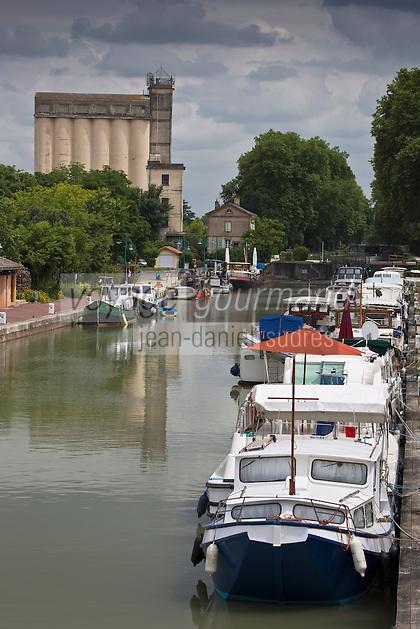 Europe/France/Midi-Pyérénées/82/Tarn-et-Garonne/Moissac: Le canal latéral à la Garonne - le port de plaisance de Moissac